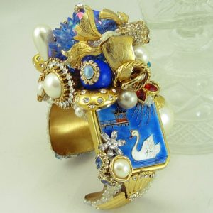 Oriental Sea Pill Box Structural Art Cuff
