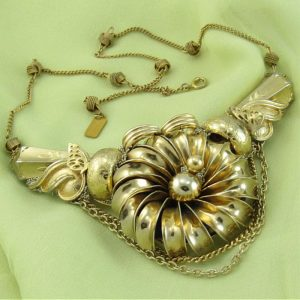 Gold Daisy Necklace with Butterflies